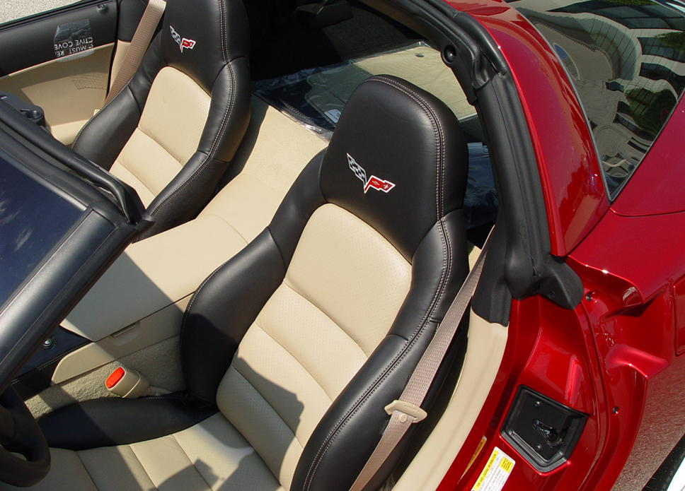 c6 corvette 2005 2011 gm two tone seat cover upgrades corvette mods. Black Bedroom Furniture Sets. Home Design Ideas